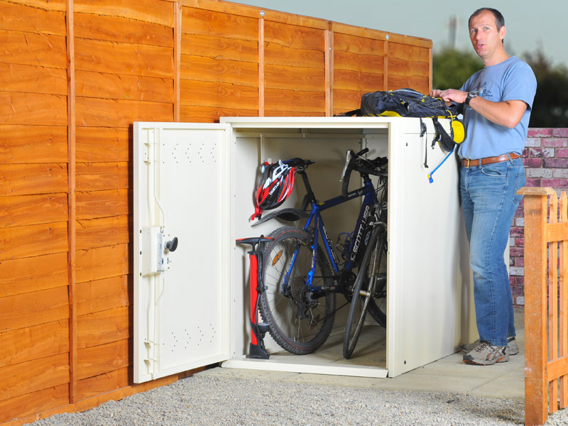 Cycling city cycle theft on the increase - Bike storage for small spaces image ...