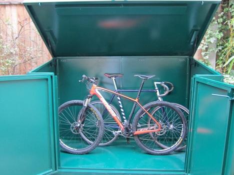 2 bikes still leaves plenty of space